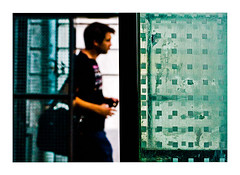 les petits carrés (Marie Hacene) Tags: nantes rue carré graphisme passant