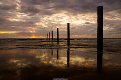 DSC09196 (ZANDVOORTfoto.nl) Tags: sunset sunsets zandvoort aan zee netherlands sea northsea noordzee ondergaandezon zonsondergang nederland palen noordvoort noordwijk zandvoortfoto zandvoortfotonl surf surfer sun windsurf windsurfing coast sail