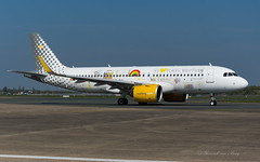 VLG_ECNAJ_A3N2_BRU_APR2019 (Yannick VP) Tags: civil commercial passenger pax transport aircraft airplane aeroplane jet jetliner airliner vy vlg vueling airlines airbus a320 320200 neo 32n a20n ecnaj weloveplaces special livery stickers airside taxi taxiway twy inn brussels airport bru ebbr belgium be europe eu april 2019 aviation photography planespotting airplanespotting