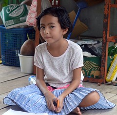 sitting cross legged (the foreign photographer - ฝรั่งถ่) Tags: pretty girl child sitting cross legged khlong lard phrao portraits bangkhen bangkok thailand nikon d3200
