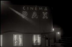 Pax (Franck Huet) Tags: leica leitz m3 summarit 50mm kodak trix 400asa picardie somme nb bw analogue analog d76 pax cinema movie longexposure