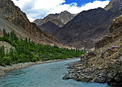 Indus valley !! (Lopamudra !) Tags: lopamudra lopamudrabarman lopa landscape ladakh jk india biama indus indusvalley valley vale river stream aryan mountain mountains colour color colours colourful cold clouds cloud water waterscape tree trees civilisation civilization beauty beautiful picturesque