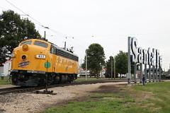 CNW & the Santa Fe (Railfan Dan) Tags: cnw chicagoandnorthwestern cnw411 f7 dieseldays2019 santafesign irm illinoisrailwaymuseum