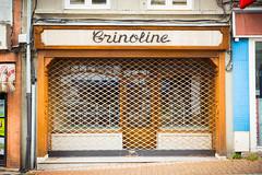 Mise en cage | Mortification urbaine CXXXVII (CrËOS Photographie) Tags: desvres pasdecalais france commerce shop fermé closed ville city rue street