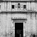 Puerta de entrada al claustro de San Benito