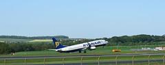 Ryanair, Boeing 737-800, Prestwick, Scotland. (Phineas Redux) Tags: glasgowprestwickinternationalairportayrshirescotland boeing737800 ryanair jetairliners