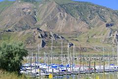Harbour (ivlys) Tags: usa utah greatsaltlake salzsee see lake hafen harbour boot boat berg mountain landschaft landscape natur nature ivlys