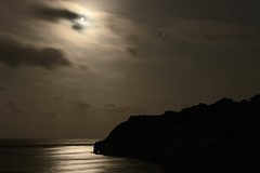 Moon and Jupiter over the Jurassic Coast (Sarah and Simon Fisher) Tags: sea moon reflection beer beautiful night canon photography cloudy astrophotography astronomy nightsky gibbous waxing eastdevon jurassiccoast moonwatch nightskyphotography planet 1855mm jupiter wanderingstar antares 600d