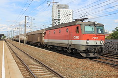 ÖBB 1144 073 at Wien Simmering 8 august 2019 (Remco van den Bosch 72) Tags: 1144073 wenen wien wiensimmering eisenbahn electrischelocomotief eloc elok railway rails railwaystation trein train transport treinspotten trainspotting track austria spoor spoorwegen station freighttrain goederentrein güterzug goederenwagon cargo cargotrain vienna bahn bahnhof locomotief locomotive oostenrijk öbb