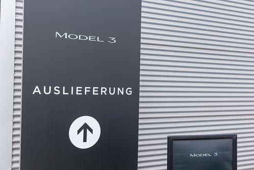 Tesla Auslieferungshalle für das Model 3 Elektroauto in Neuss