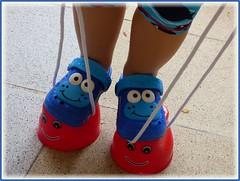 Kleine Füßchen / Little feet (ursula.valtiner) Tags: puppe doll luis künstlerpuppe masterpiecedoll topfstelzen potstilts schuhe shoes clogs