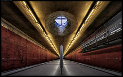 Hell's Gate (frankmartinroth) Tags: sony a7r3 10mm f56 architecture building ultra wide urban geometry lines bavaria munich germany subway station color voigtlander city indoor underground vanishingpoint