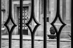 HFF - Rhombus fence (Jose Rahona) Tags: fencefriday fencedfriday fence friday door ornamental metal iron blackandwhite bw blancoynegro monochrome
