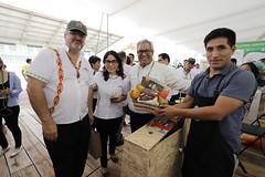 15/08/19 Ministro Luis Jaime Castillo recorrió la Expo Amazónica y visitó el stand del ministerio de Cultura y del SERNANP. El titular conversó con nuestro intérprete, quien informa a los visitantes sobre nuestra diversidad cultural y lingüística. (Comunicacion e Imagen) Tags: seleccionar