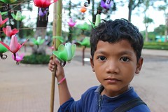 Portrait of boy selling toy birds, Siem Reap, Cambodia (jasonrosette) Tags: camerado jrosette jasonrosette asia cambodia portrait toy seller siemreap kid child worker boy youth bords