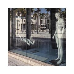 ... (ángel mateo) Tags: ángelmartínmateo ángelmateo elejido almería andalucía españa maniquí tienda reflejos cristal estático andalusia spain mannequin shop reflections static glass