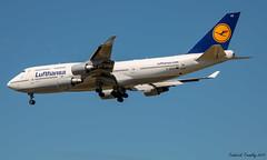 Lufthansa / Boeing 747-430 / D-ABVZ / YVR (tremblayfrederick98) Tags: boeing b747 boeing747 lufthansa yvr landing aviation airplane avporn avgeek vancouver heavy