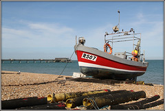 R507 (Jason 87030) Tags: boat craft vessel fishing angling bire gull seagull beach coast sea deal kent uk shingle pebbles pier england english 2united kingdomgreat britain weather sunny shot composition rules canon eos capture frame border rope bond bondage tied shore red scene