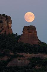 cavall bernat 2 (pepgassó) Tags: moon moonrise fullmoon luna lunallena lluna llunaplena paisatge paisaje landscape natura naturaleza nature santlloreçdelmunt cavallbernat planit