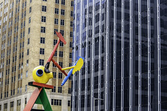 Personage of Birds No. 6 (Mabry Campbell) Tags: harriscounty harrisounty houston joanmiró personageofbirds texas usa unitedstatesofamerica architecture art artwork building design downtown image photo sculpture f56 mabrycampbell march 2018 march22018 20180302downtowncampbellh6a2047 100mm ¹⁄₁₂₅sec 100 ef100mmf28lmacroisusm