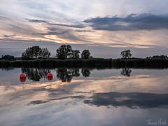 calmness (Thomas Heuck) Tags: sonnenuntergang sunset kröslin wasser water ostsee sea wolken clouds landschaft landscape reflexionen reflections bäume trees