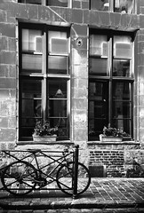 Lilleenn&b (Chocolatine photos) Tags: lille nb vélo photo photographesamateursdumonde photographie nikon flickr makemesmile maison
