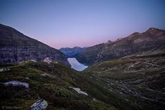 Zervreilasee in der Abenddämmerung. (sMäc) Tags: wandern sunset zervreilahorn sonnenuntergang valsertal berge mountains hiking zervreila alpen vals