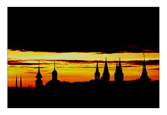 yesterday's morning sunrise (Armin Fuchs) Tags: arminfuchs lavillelaplusdangereuse würzburg sunrise yellow silhouette towers clouds dom neumünster rathaus stjohannis