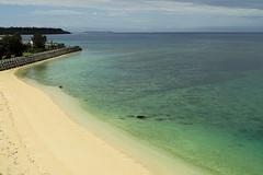 Tourné vers la mer :) (8pl) Tags: eau mer plage sable okinawa japon sablefin ciel vert bleu