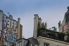Place de la Bastille - Paris (France) (Meteorry) Tags: europe france idf îledefrance paris spaceinvader spaceinvaders invader invaderwashere tiles carrelage carreaux mur wall street rue art artderue pixels pa510 reactivated reactivation bastille placedelabastille graffiti tags duo high haut morning matin balcon balcony parisien nobody may 2019 meteorry