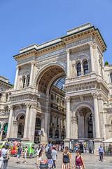 A las puertas de la Galería (2) (lebeauserge.es) Tags: italia ciudad plaza edificio duomo galería milano milán