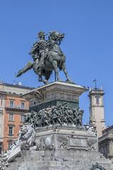 Estatua de Vittorio Emanuele II (lebeauserge.es) Tags: plaza italia ciudad edificio escultura duomo milano milán