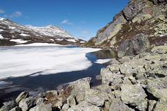 P5280619 (ernsttromp) Tags: norway olympus omd em10 918mmf456 m43 mft mzuiko microfourthirds mirrorless ernsttromp 1836mm f456 mountainscape mountain ice lake water nature snow travel 3x2 summit landscape rock 2019 scandinavia