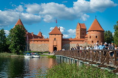 Trakai island castle 🏰 (Edas Imagery) Tags: trakai lithuania lietuva castle lake sky clouds architecture history bridge people