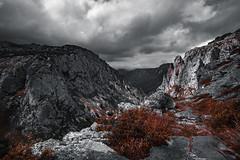 Paisaje Fantástico (Julio_Sierra) Tags: landscape fantastic bn asturias sonya6300 granangular montaña mountains sky rocas desfiladero paisaje