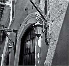 Lomography (Black and White Fine Art) Tags: holga holga120s toycamera camaradejuguete plasticcamera camaradeplastico kodaktmax400exp2008 kodakd76 sanjuan oldsanjuan viejosanjuan puertorico bn bw niksilverefexpro2 lightroom3