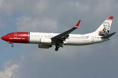 ln-nob b738 egkk (Terry Wade Aviation Photography) Tags: b738 egkk nax