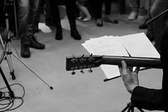 Il Chitarrista. (l'obiettivo) Tags: foto fotografia fotoinbiancoenero fotografiainbiancoenero monocromo musicadalvivo chitarra como lombardia italia photo photography blackandwhitephoto blackandwhitephotography bnwphoto bnwphotography monochrome livemusic guitar lombardy italy canon canon1300d fabriziodeandré ilsuonatorejones