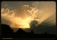 Le dernier signe - The last sign (EmArt baudry) Tags: composition groupenuagesetciel ciel sky nuage cloud sunset coucherdesoleil rayonsdelumière rayofsun star étoile emart emmanuellebaudry crépuscule