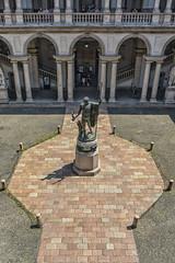 Pinacoteca di Brera (2) (lebeauserge.es) Tags: milán milano italia ciudad plaza edificio escultura