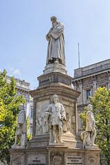 Leonardo da Vinci (lebeauserge.es) Tags: milán milano italia ciudad plaza edificio escultura