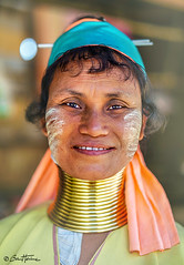 Long Neck Kayan Woman - Ben Heine Photography (Ben Heine) Tags: burma portrait women jewel asia ethnic ywama coils goldenrings myanmar hill ring longneckwoman female discovery kayan woman clothes chiang karen village thailand asian tradition legend tribe happiness beauty padaung old clothing neck culture people smile buddhism pride colorful travel minority religion necklace mother traditional work tourism proud animism benheinephotography tribal fineart longneck femmegirafe photographie photography costume sourire thailande chiangmai maehongson kayanvillage