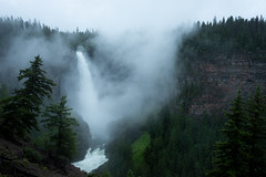 Flowing (Aymeric Gouin) Tags: canada bc britishcolumbia wells wellsgray waterfall nature park landscape paysage paisaje landschaft travel voyage mist brume pluie fog rain aymgo aymericgouin fujifilm xt2