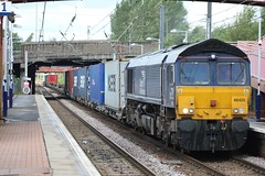 WHIFFLET 66425 (johnwebb292) Tags: whifflet diesel class 66 66425 drs