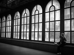 rêveuse (objet introuvable) Tags: blackandwhite bw bnw noiretblanc nb antwerpen anvers railwaystation street streetview streetphotography urban urbanlife monochrome silhouette town light lumière ombre shadow mood belgique art contrast