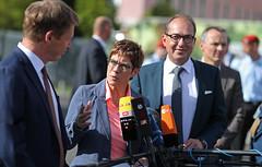 Statement BM ´in Kramp-Karrenbauer (Offizieller Auftritt der Bundeswehr) Tags: statement bahn bahnfahren krampkarrenbauer lutz dobrindt soldaten soldatinnen