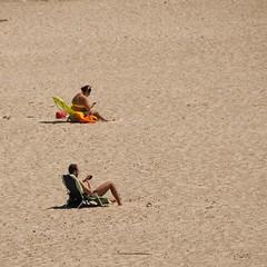 We're all islands (gicol) Tags: spiaggia playa beach sand arena sabbia sdraio tanning abbronzarsi bronzearse mare sea puglia apulia italy torresangennaro brindisi movil telefono cellulare phone mobile