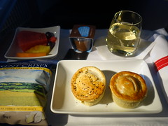 201908058 AA107 LHR-JFK snack (taigatrommelchen) Tags: 20190831 flyingmeals airplane inflight meal food snack business aal americanairlines aa107 b777300er n726an lhrjfk