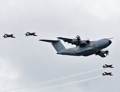A400 + Blades (np1991) Tags: royal international air tattoo riat 2019 airshow raf fairford england united kingdom uk nikon digital slr dslr d7200 camera nikor 70200mm 70 200 vibration reduction vr f28 lens aviation planes aircraft airbus a400m a400 blades extra 300 flypast