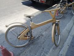 Wooden bike (skumroffe) Tags: woodenbike träcykel cocomatbike cocomat rentalbike hyrcykel wood trä chania chaniatown crete kreta hellas greece grekland ellada grecia grèce griechenland